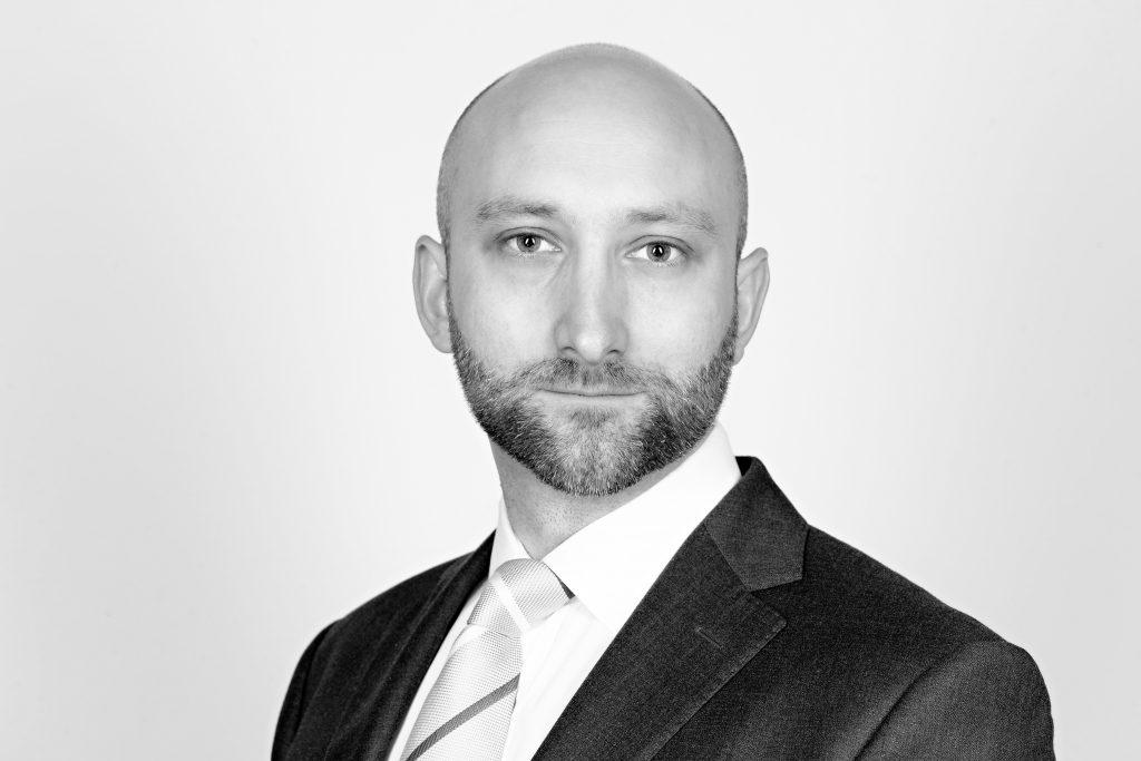 Mr Adam Sierakowski FRCS